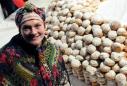 """на V Міському фестивалі """"Свято пампуха"""" у 2010-ому поставили світовий рекорд, виклавши малюнок із більш ніж 7040 пампушків (фото: lviv.travel)"""